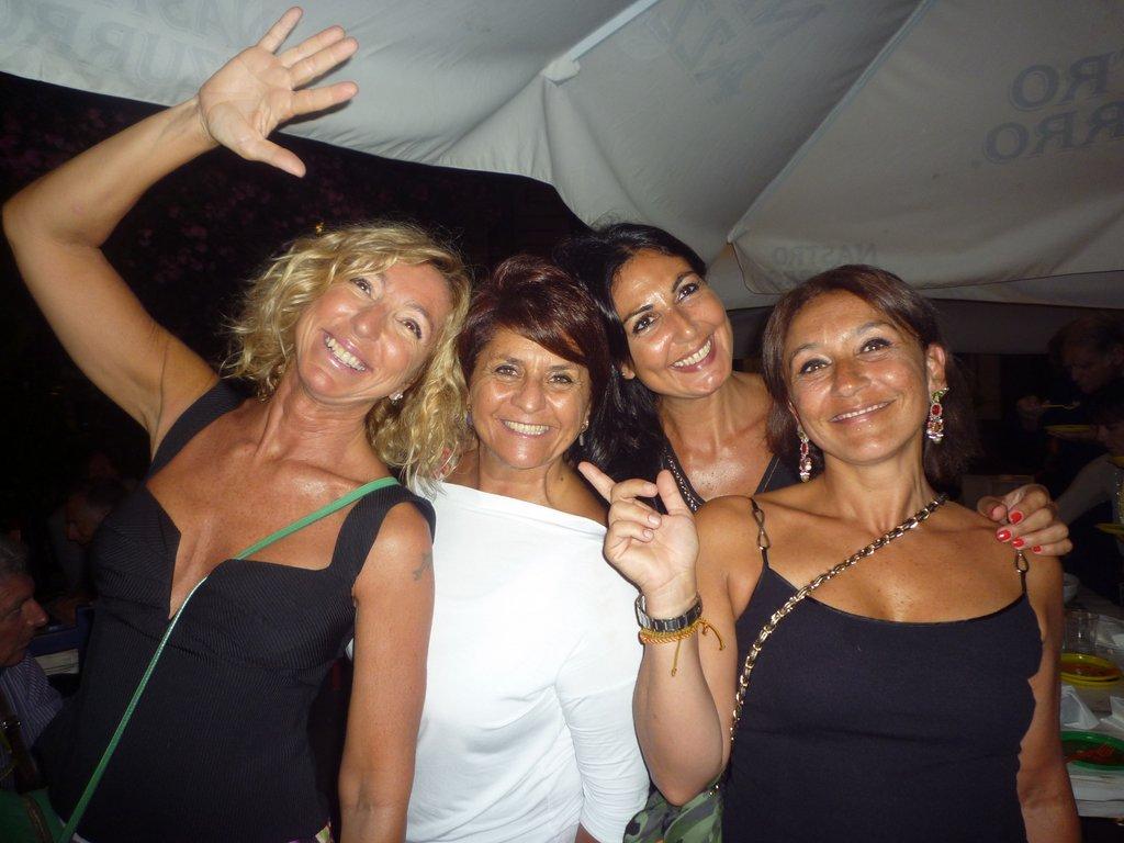 4  girls  organizzatrici della serata  Maria Grazia,   Richy, Giovanna, Stefania