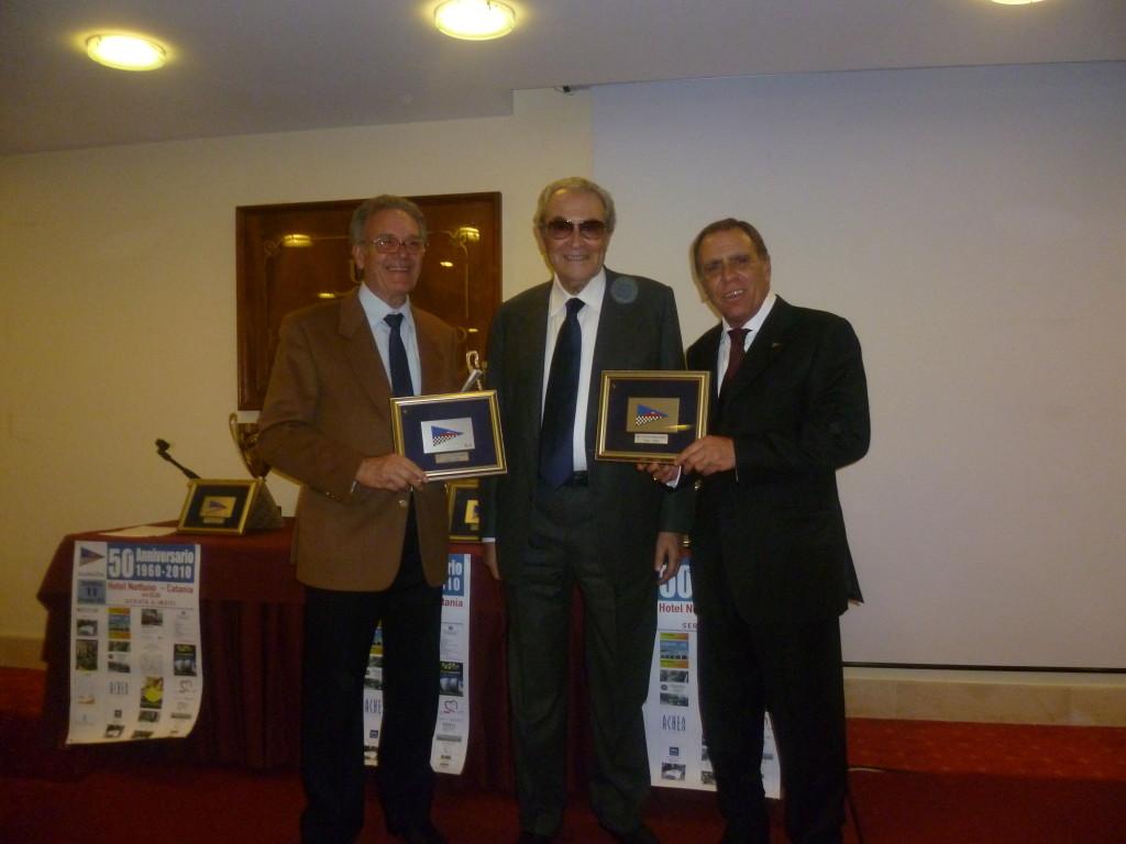 Toto' Lepira premiato da Enrico Grimaldi