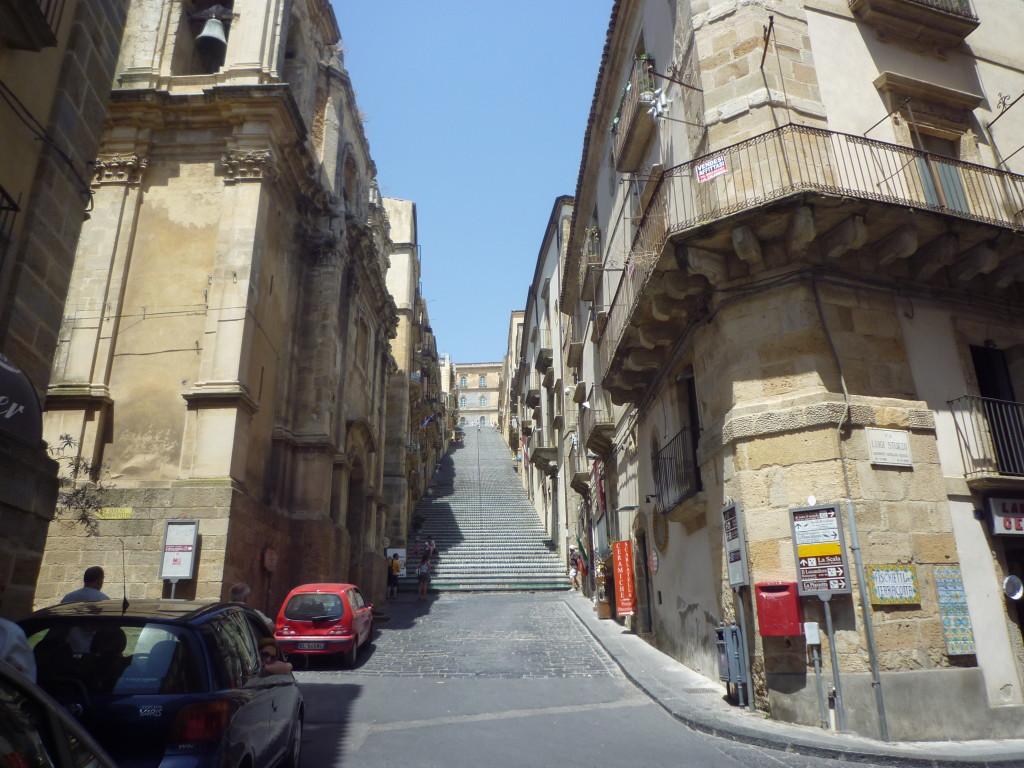 La Scala vista dalla Piazza Municipio