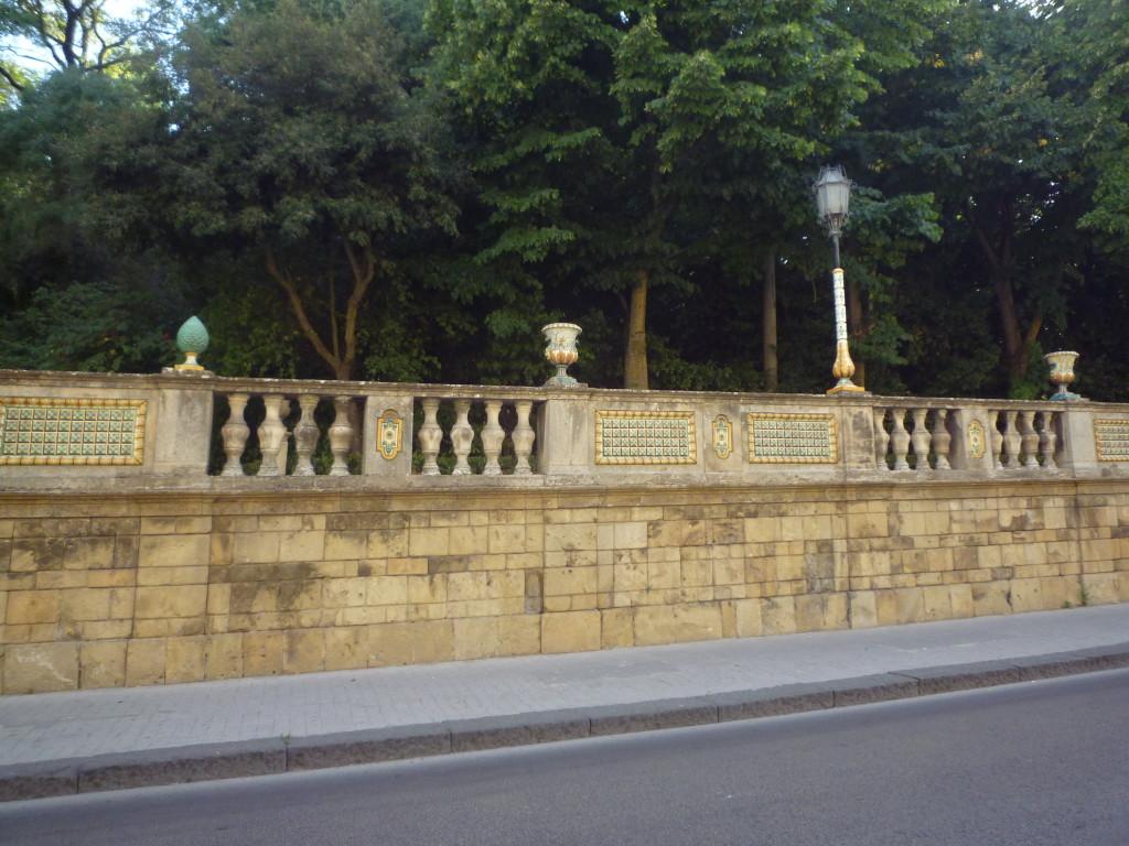 La passeggiata  in via  Roma  e sopra uno dei viali della Villa Comunale