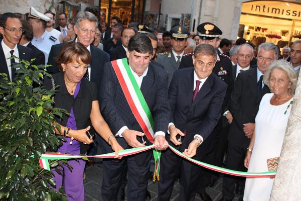 Inaugurazione Taormina taglio nastro