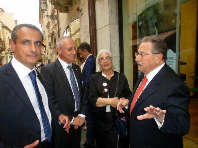 Carmelo Lauritano, capo Area  Sicilia  orientale, Umberto Seretti Direttore Generale, Nuccia e  Roberto Abate titolari della Abate  Spa
