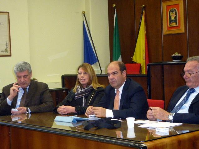 IL sindaco Borzi', il presidente  del parco Marisa Mazzaglia,il Deputato regionale Dino Fiorenza,