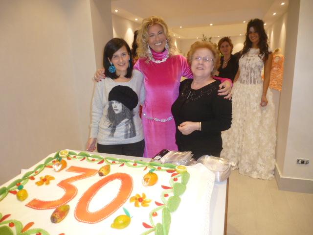 Mariella  e due delle sue  collaboratrici