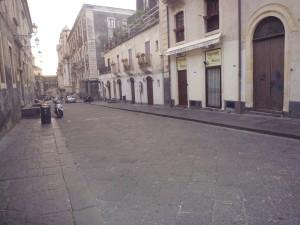 via Crociferi e sullo sfondo la  Chiesa di San Francesco Borgia