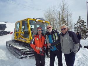 Franz  Zippere , capo del Soccorso Alpino, con Nino Mazzaglia( l'uomo delle nevi) e  un dipendente  dell'osservatorio scientifico e  vulcanologico