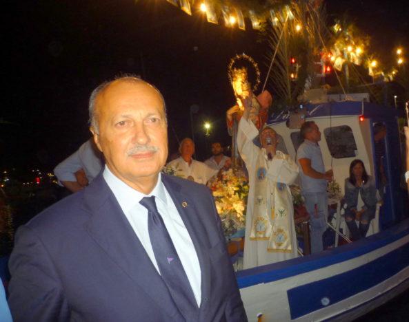 FRANCESCO LUPO, PRESIDENTE DELLA IONICA, ACCOGLIE AL MOLO LA STATUA DELLA MADONNA